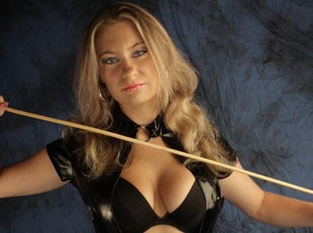Miss Pia - Deine Domina für Telefon Sex Cam Erziehung